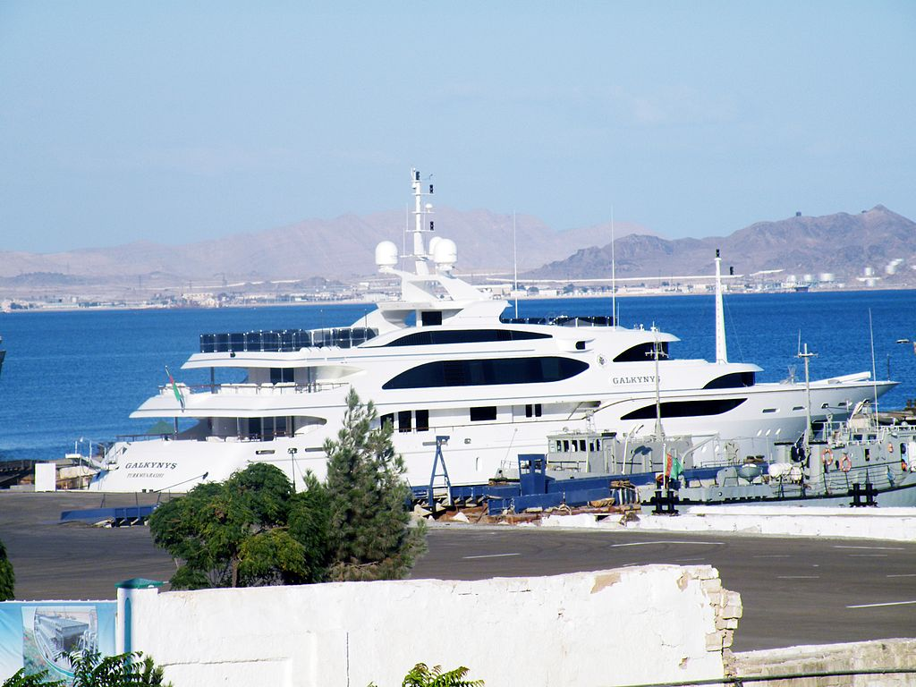 roman abramovich and his superyacht eclipse club yacht