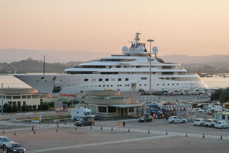 Mansour Bin Zayed Al Nahyan S Topaz Club Yacht